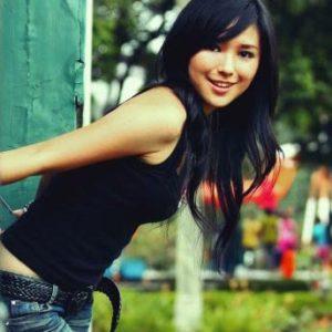 jeune et belle femme asiatique