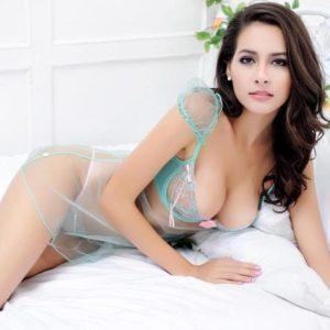 femme sexy en nuisette